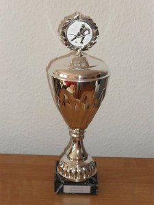 Der eisbaerlin.de-Tippspiel-Wanderpokal geht in diesem Jahr an Gill. (Foto: eisbaerlin.de/walker)