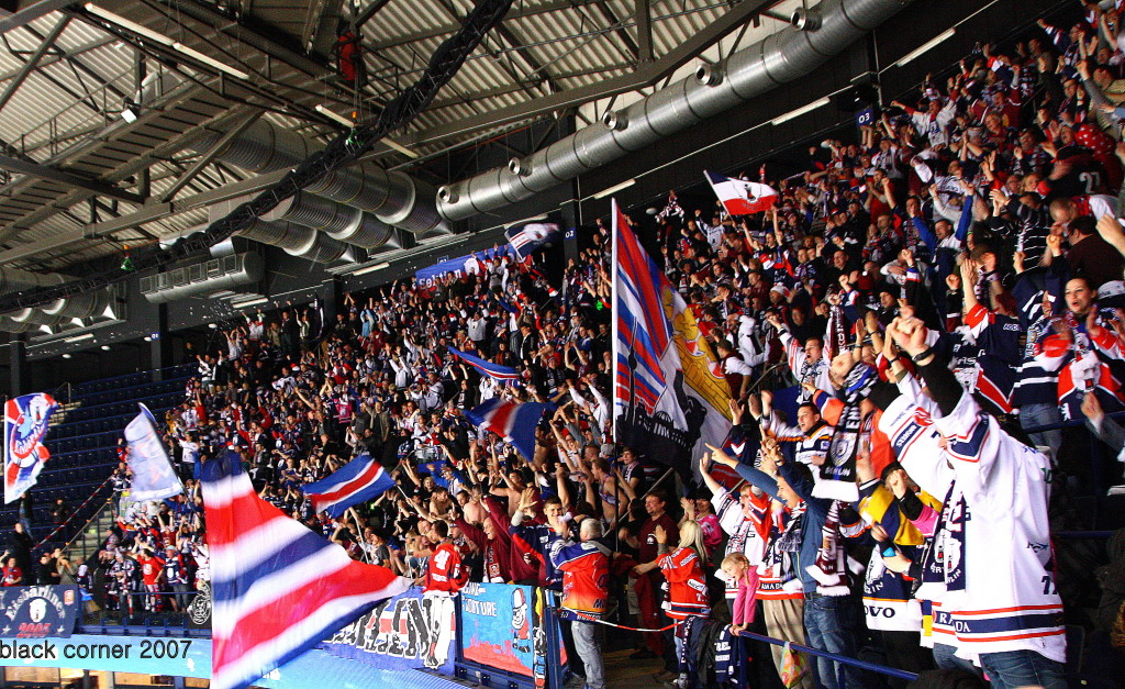 Die rund 1000 Eisbären-Fans sorgten für eine grandiose Stimmung in Hamburg und machten das Auswärtsspiel zu einem Heimspiel.