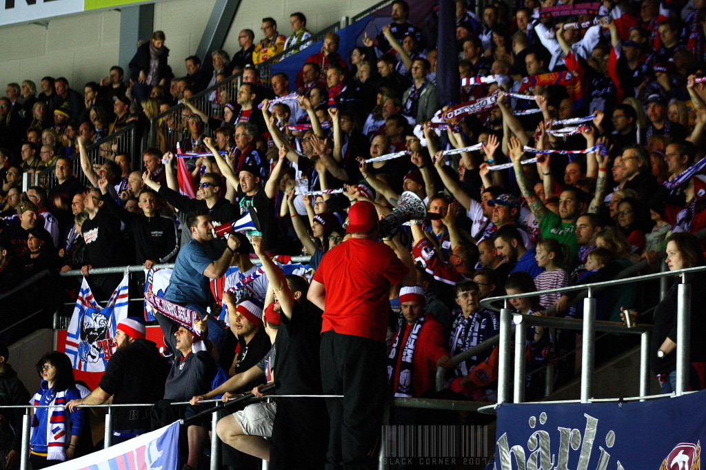 Eisbären-Fans in Krefeld. (Foto: black corner 2007)