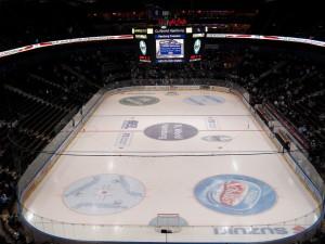 In der O2 World Hamburg können die Eisbären morgen Abend den Halbfinaleinzug perfekt machen.