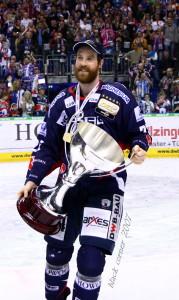 Barry Tallackson geht auch in der kommenden DEL-Saison für die Eisbären Berlin auf Torejagd. (Foto: black corner 2007)